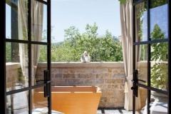 item16.rendition.slideshowWideVertical.brady-20-gisele-bundchen-tom-brady-master-bath-terrace