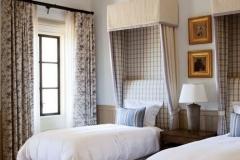 item18.rendition.slideshowWideVertical.brady-19-gisele-bundchen-tom-brady-guest-bedroom
