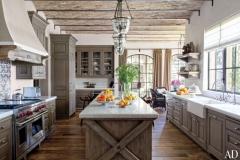 item7.rendition.slideshowWideHorizontal.brady-08-gisele-bundchen-tom-brady-eco-home-kitchen