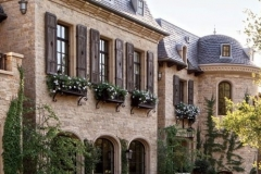 item1b.rendition.slideshowThumb.brady-03-gisele-bundchen-tom-brady-eco-home-exterior